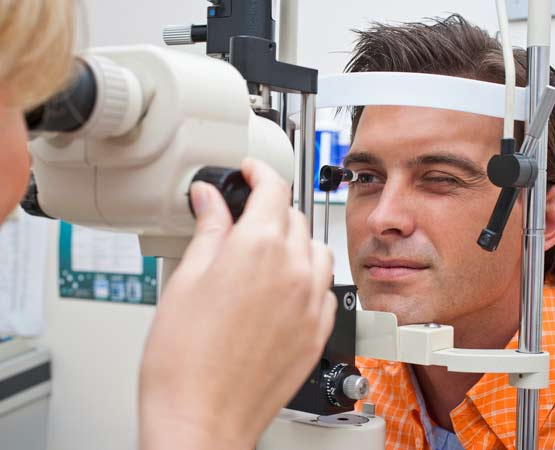 Eye surgeon experts